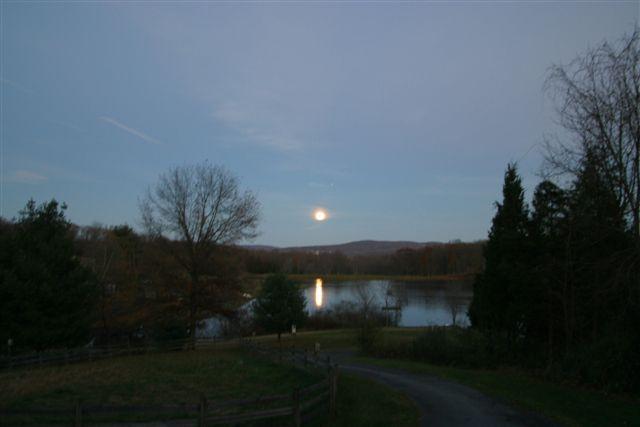 moonrise_on_the_lake